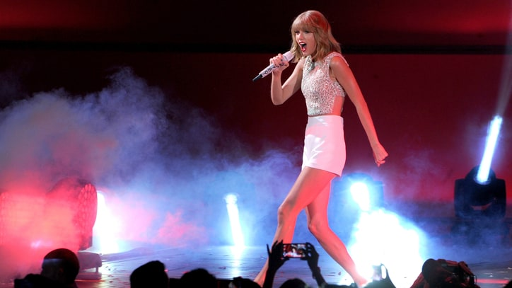 Taylor Swift Abruptly Pulls Entire Catalog From Spotify