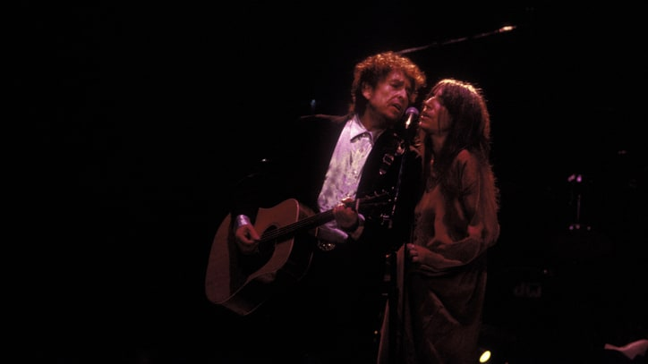 Flashback: Bob Dylan Sings 'Dark Eyes' With Patti Smith