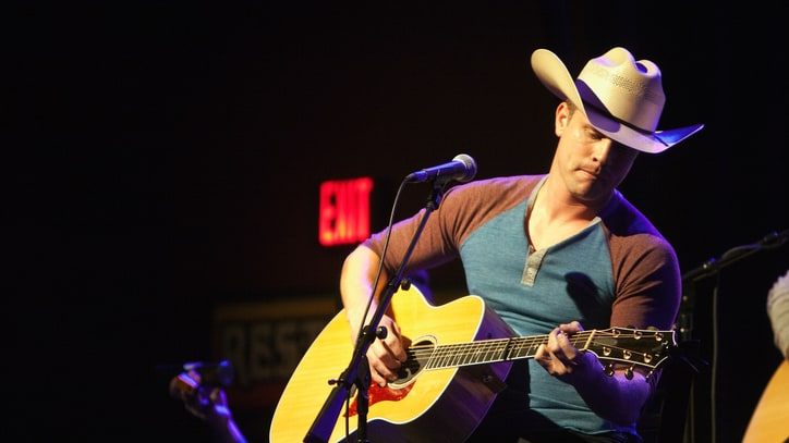 Dustin Lynch Shares Career Trepidation, Centers Himself With Garth