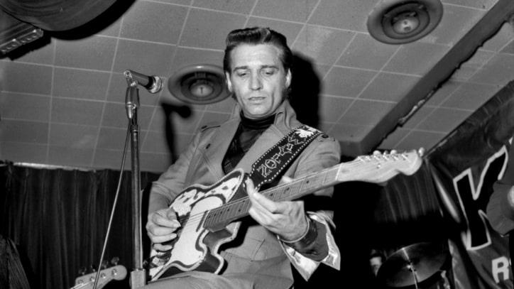 Hear a Lost Waylon Jennings Recording of 'Sunday Morning Comin' Down'