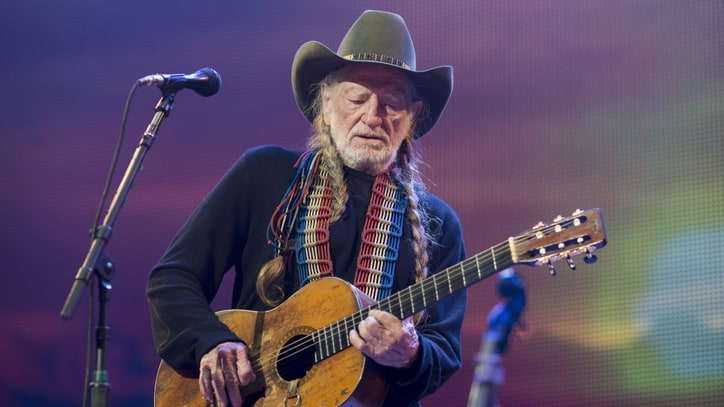 Willie Nelson to Receive Grammy Recognition for Humanitarian Efforts