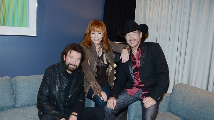 Reba Plays 'Referee' in Brooks and Dunn Reunion