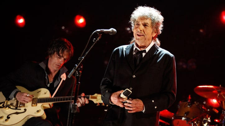 Bob Dylan Will 'Uncover' Frank Sinatra Classics on New Album