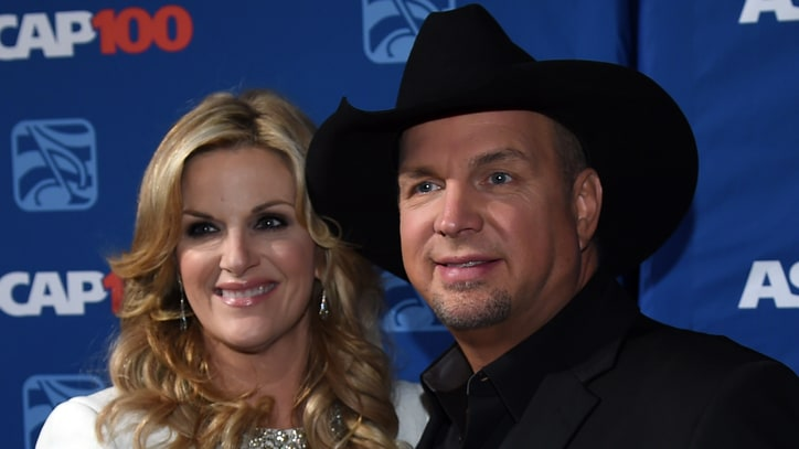 Flashback: Garth Brooks, Trisha Yearwood Gaze 'In Another's Eyes' During Early Duet