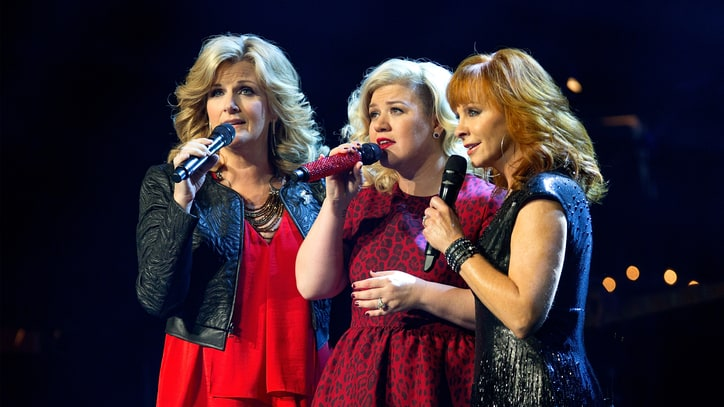 Watch Kelly Clarkson Duet With Reba, Trisha Yearwood at Holiday 'Miracle'