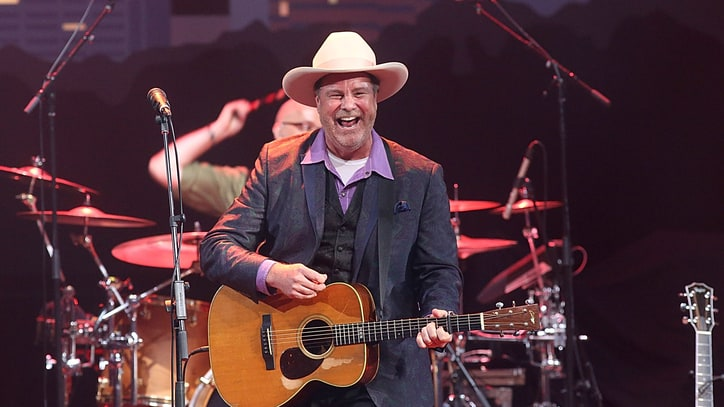 Hear Natalie Maines Duet With Robert Earl Keen On 'Wayfaring Stranger'