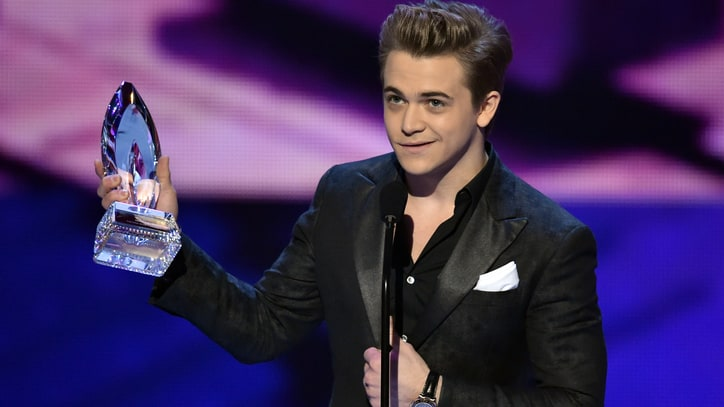 2015 People's Choice Awards Winners Include Hunter Hayes, Taylor Swift