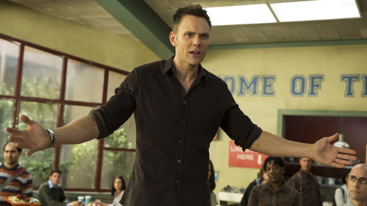 See the 'Community' Cast Reluctantly Promote New Season