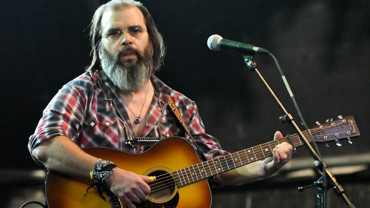 Steve Earle Chases Ghosts