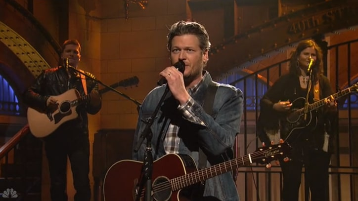 Watch Blake Shelton Bring 'Red Red Redneck' Music to 'Saturday Night Live'