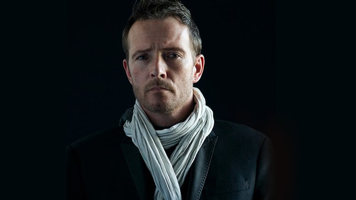 Hear Scott Weiland's Foot-Stomping 'Way She Moves'