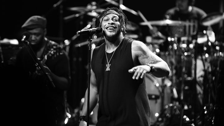 D'Angelo Finds Redemption at Stunning Apollo Theater Show