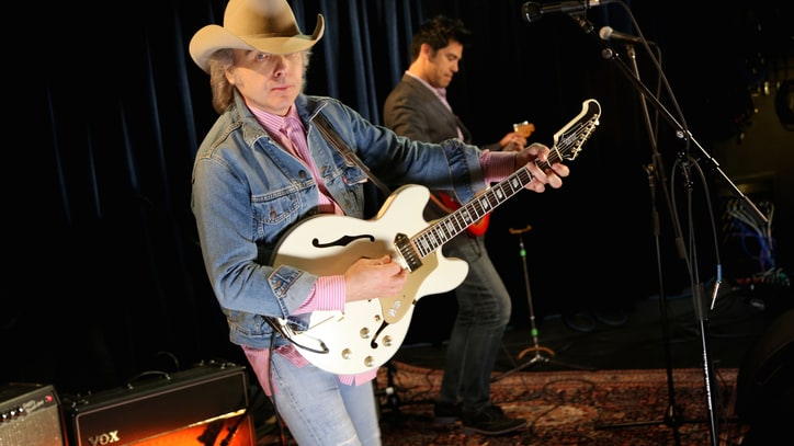 Dwight Yoakam Delivers Smokin' Live Tunes From 'Second Hand Heart'