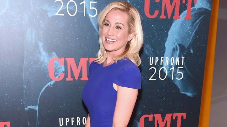 Kellie Pickler Mixes 'Friends' With 'Lucy' for New Reality Show
