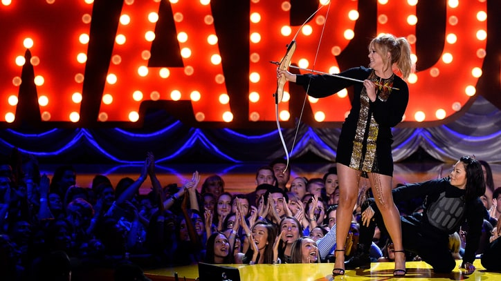 Watch Amy Schumer Rip Hollywood a New One at MTV Movie Awards