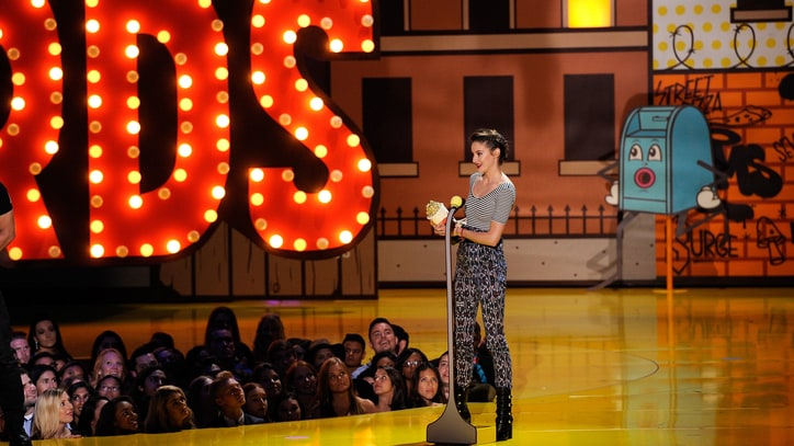 Shailene Woodley Tells Audience to 'Blaze On' at MTV Movie Awards
