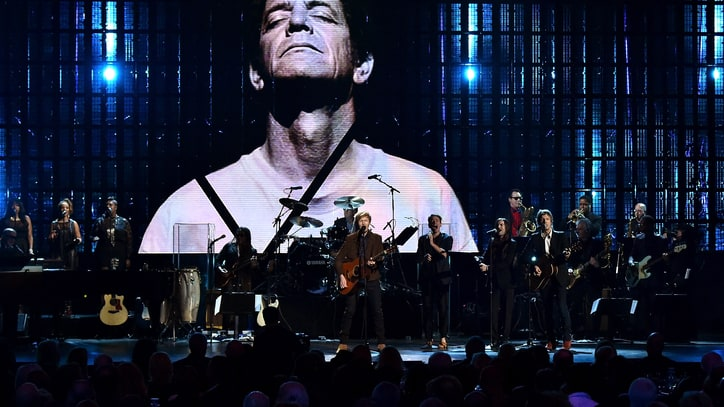 Watch Karen O, Beck Honor Lou Reed at Hall of Fame Induction