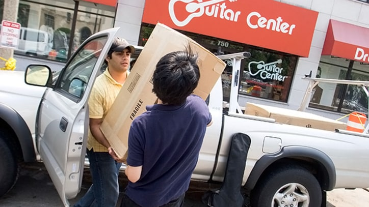 Guitar Center Unionization Effort Spreads to Chicago