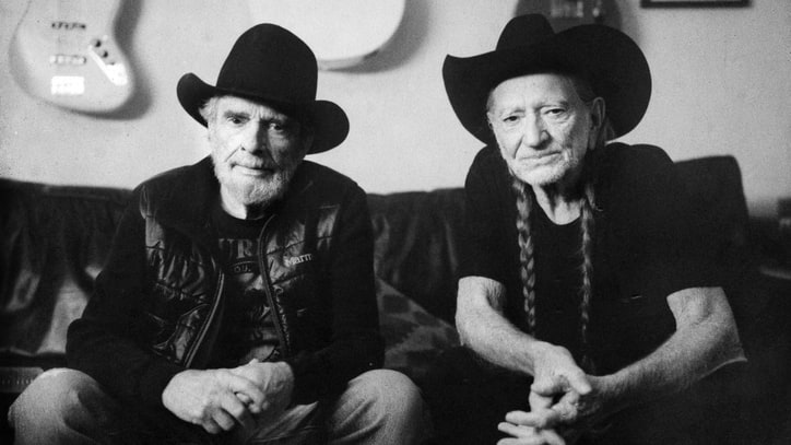 Watch Willie Nelson, Merle Haggard Smoke and Joke in the Studio