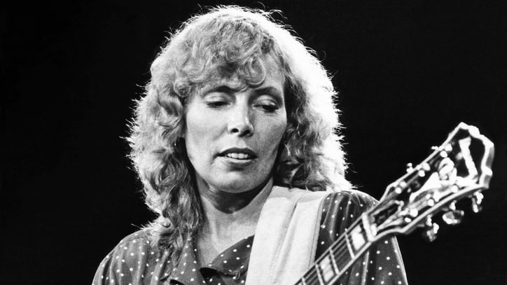 Joni Mitchell Defends Herself