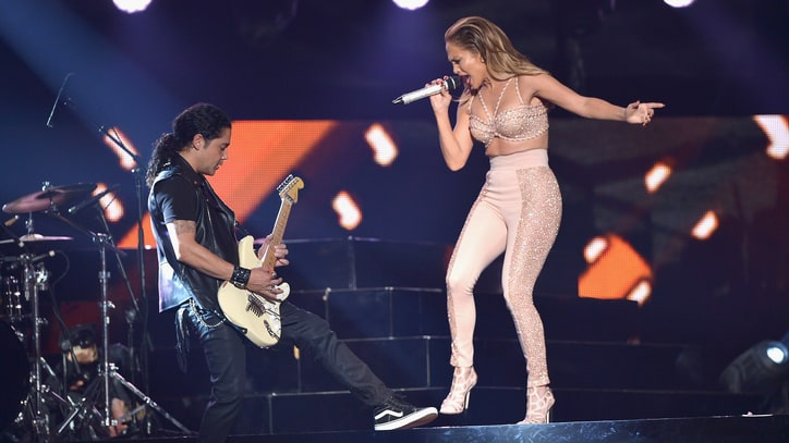 Watch Jennifer Lopez's Poignant, Energetic Selena Tribute