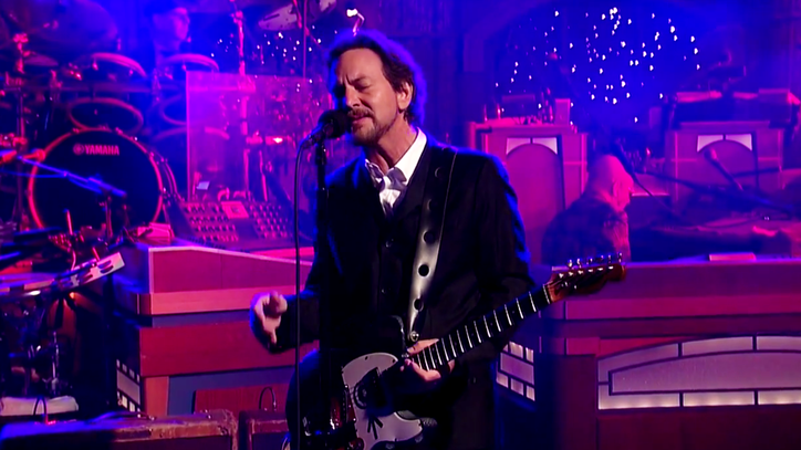 Watch Eddie Vedder Serenade David Letterman With 'Better Man'