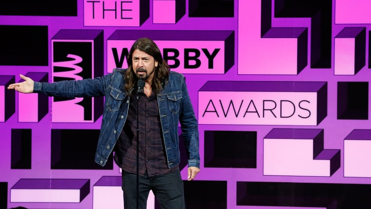 Watch Dave Grohl Honor Ice Bucket Challenge Founder at Webby Awards