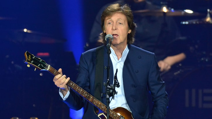 Watch Paul McCartney and Dave Grohl Perform 'I Saw Her Standing There'