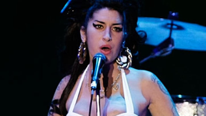 Amy Winehouse Enters Rehab Before European Tour