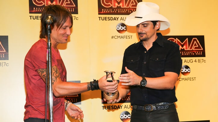 Brad Paisley Gets Galactic in International Award Acceptance Speech