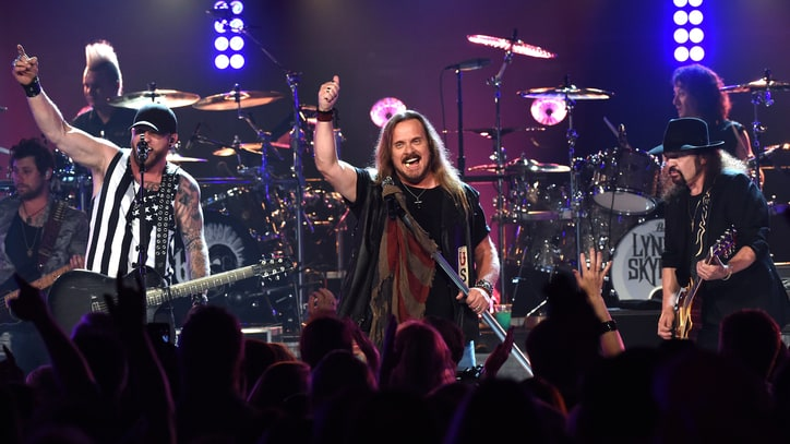 Lynyrd Skynyrd, Brantley Gilbert Talk Country Attitude, Perform 'Name'