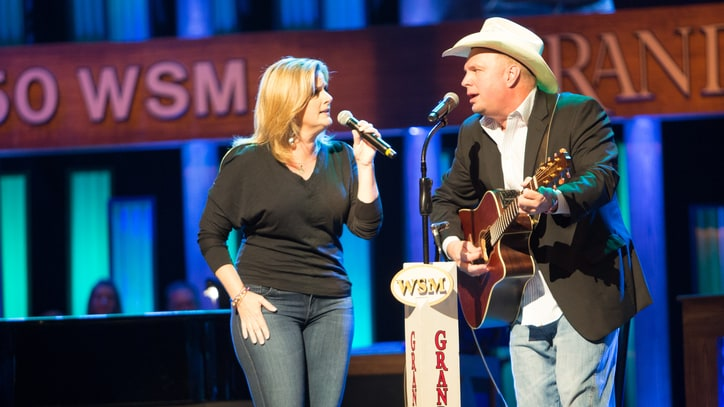 See Garth Brooks, Trisha Yearwood's Classic 'Golden Ring' Cover