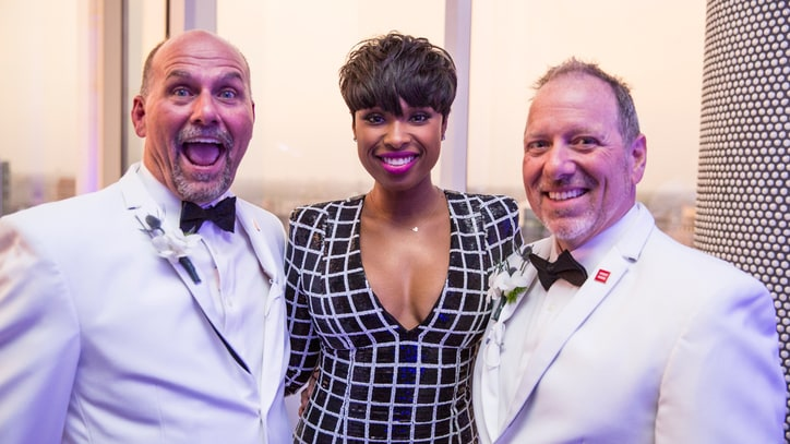 Jennifer Hudson Surprises Gay Couple With Wedding Song