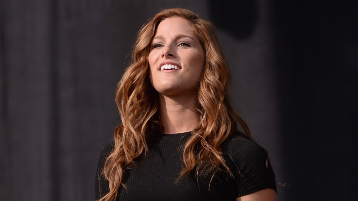 Hear Cassadee Pope's Defiant New Single 'I Am Invincible'