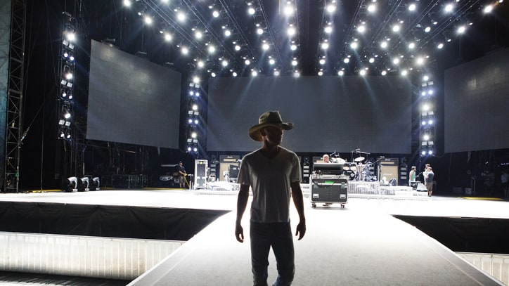 Kenny Chesney at the Rose Bowl: See Behind-the-Scenes Photos