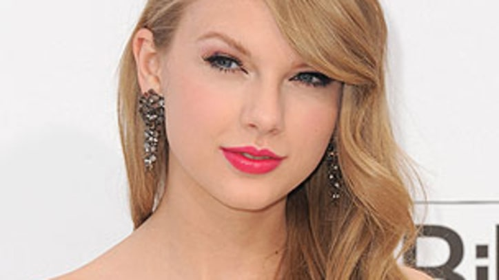 Taylor Swift to Perform with Black Eyed Peas in Central Park