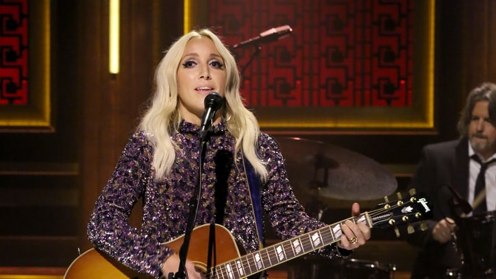 Hear Ashley Monroe's Unplugged Cover of Mellencamp's 'Pink Houses'