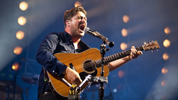 Watch Mumford & Sons, Mark Hoppus Cover Eurythmics' 'Sweet Dreams'