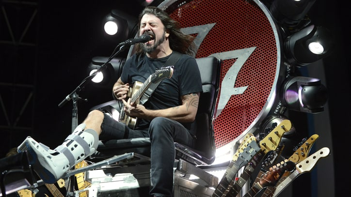 Watch Foo Fighters Play 'Under Pressure' With Queen, Zeppelin Members