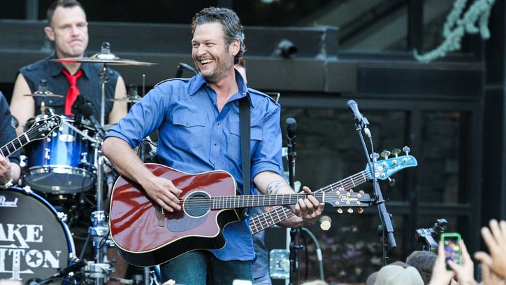Blake Shelton Plays Hits, Stops Traffic at Nashville Block Party