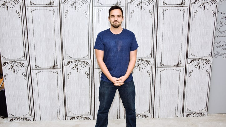 'New Girl's Jake Johnson Loves the Cubs, Hates Singing at Wrigley