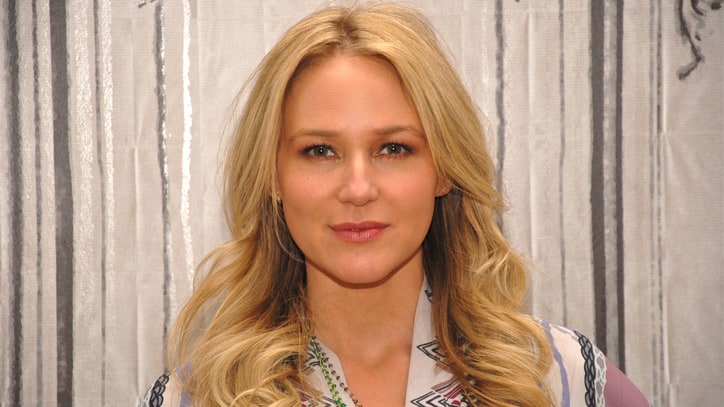 Jewel on Dolly, Divorce and New Album 'Picking Up the Pieces'