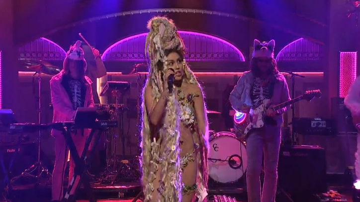 Miley Cyrus Brings Flaming Lips, 'Dead Petz' to 'SNL'