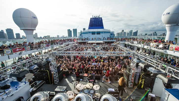 See Motorhead, Slayer, Anthrax Rock High Seas on Motorboat 2015