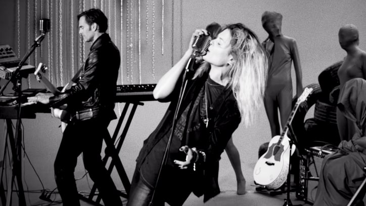Jack White Directs Dead Weather's Alison Mosshart in Instruction Video