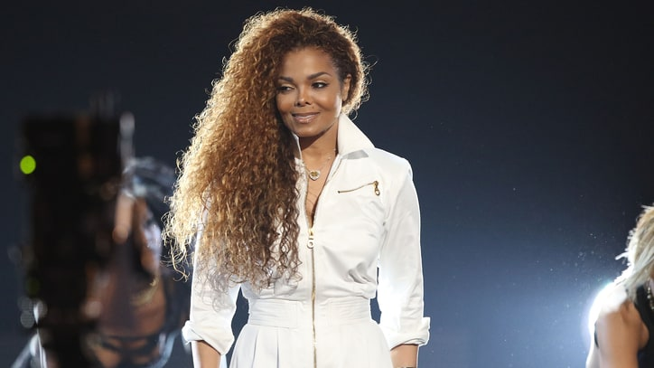 On the Charts: Janet Jackson Joins Elite Company With 'Unbreakable'