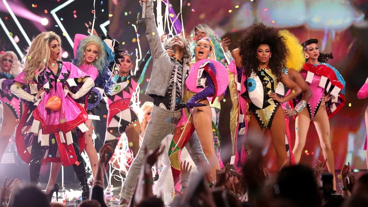 Miley Cyrus, Flaming Lips Plan Naked Concert for Music Video
