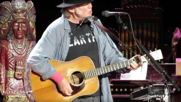 Nils Lofgren, Neil Young Perform 'Believe' at Bridge School Benefit