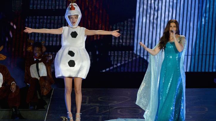 Watch Taylor Swift, Idina Menzel Perform 'Let It Go' in 'Frozen' Costumes
