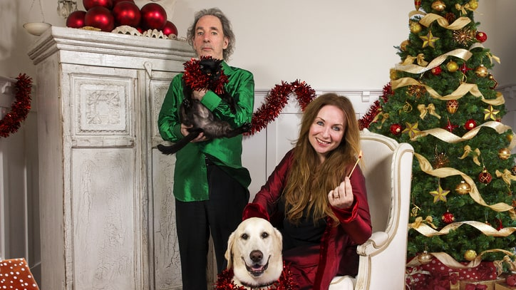 Hear Harry Shearer, Jane Lynch Parody Over-the-Top Christmas Songs
